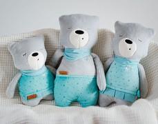 Rodinka šumících medvídků, Leon je největší.