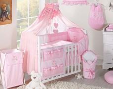 Růžové vybavení dětské postýlky s výšivkou