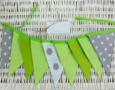 Girlanda zelená puntík