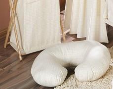 Kojící polštář béžové kostičky